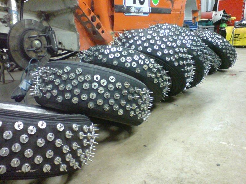 мотоциклетные модернизированные шипы в автомобильных шинах